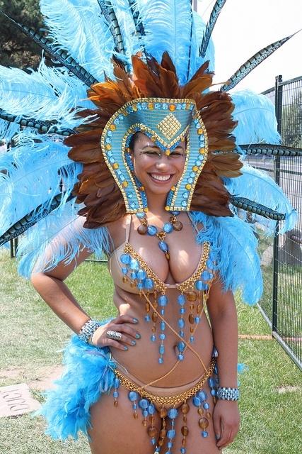 Sexy girl dancing samba - 2 8